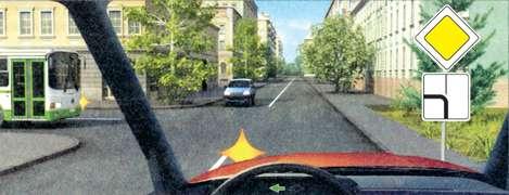 Кому Вы обязаны уступить дорогу при повороте налево?